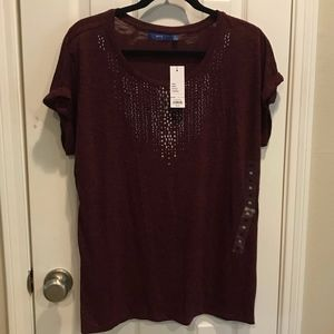 Burgundy V-neck with roll-sleeve top